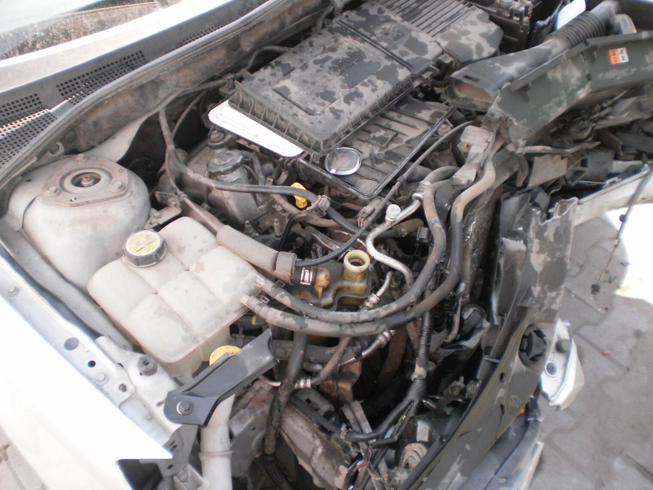 Mazda 3 avariat 2005 Benzina Hatchback - 12 Martie 2011 - Poza 4